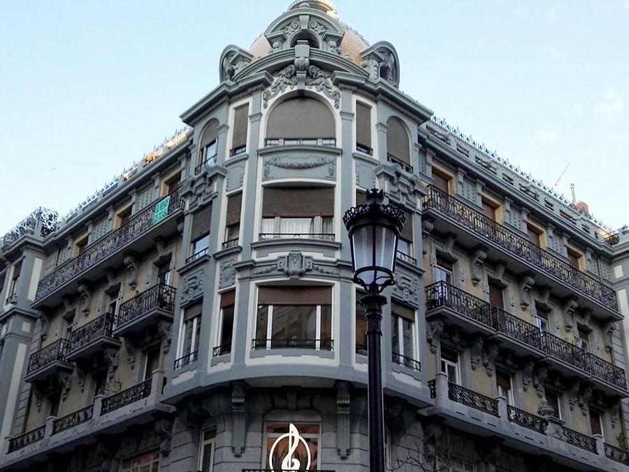 Edificio antiguo rehabilitado en Donostia